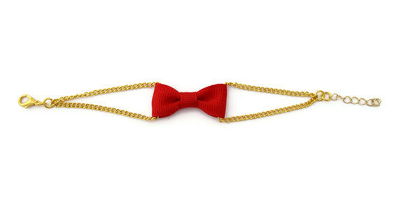 You can never go wrong with a basic red bow